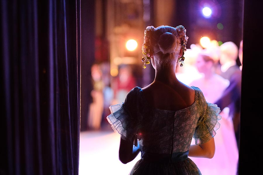 a history of theatre drapes